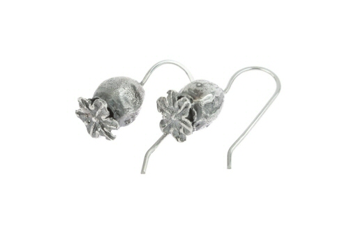 Poppy seed head hook earrings.